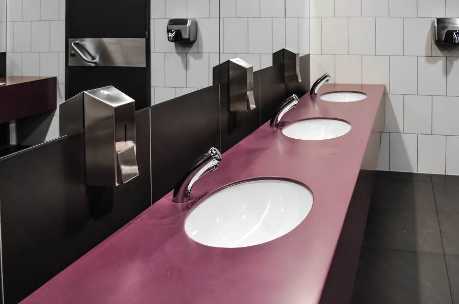 Image of sinks in a public bathroom